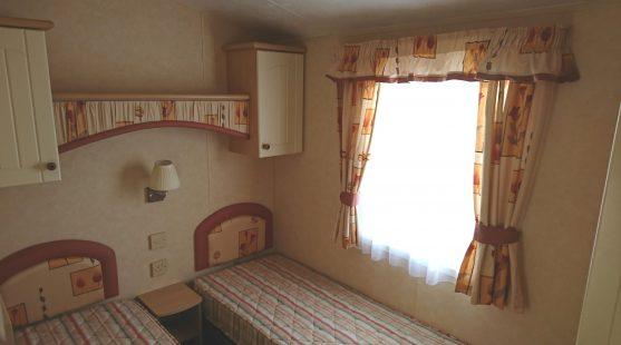 Willerby Salisbury 2007 twin bedroom